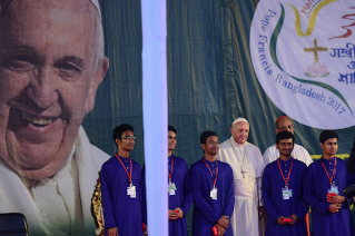 Pope speaks to young people at Notre Dame College in Bangladesh